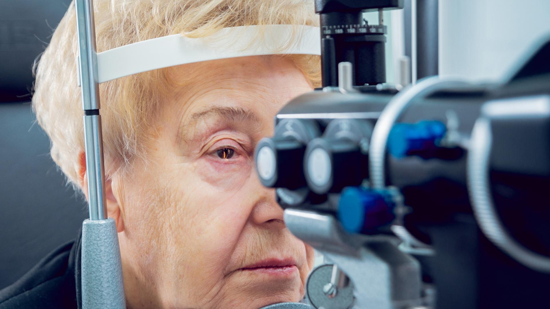 Incapacidad por miopía magna: Sentencia estima la demanda de una limpiadora que padece miopía en un ojo.